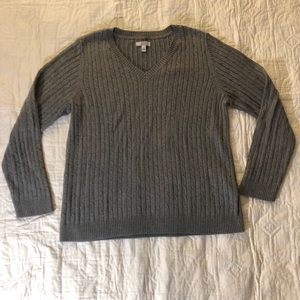 Gray cable-knit v-neck long-sleeve sweater L